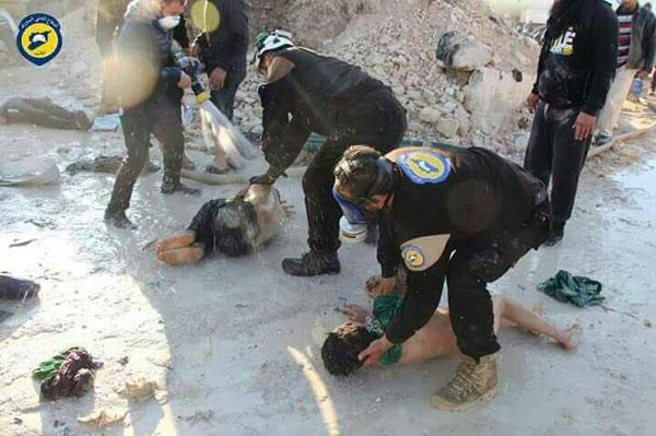 Suriye İdlip kentine bağlı Han Şeyhun kasabasına rejim veya Rus uçakları kimyasal bombalar attı.  100'den fazla sivil hayatını kaybetti. tarihte bugün
