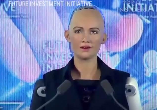 Suudi Arabistan Robota Vatandaşlık Verdi