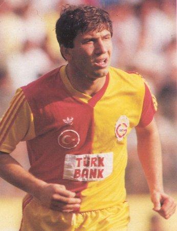 Tanju Çolak, eski milli futbolcu ve menajer.