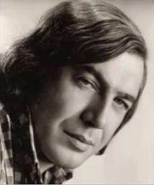 Tanju Okan, Sanatçı, müzisyen ve sinema oyuncusu (ölümü:1996) tarihte bugün