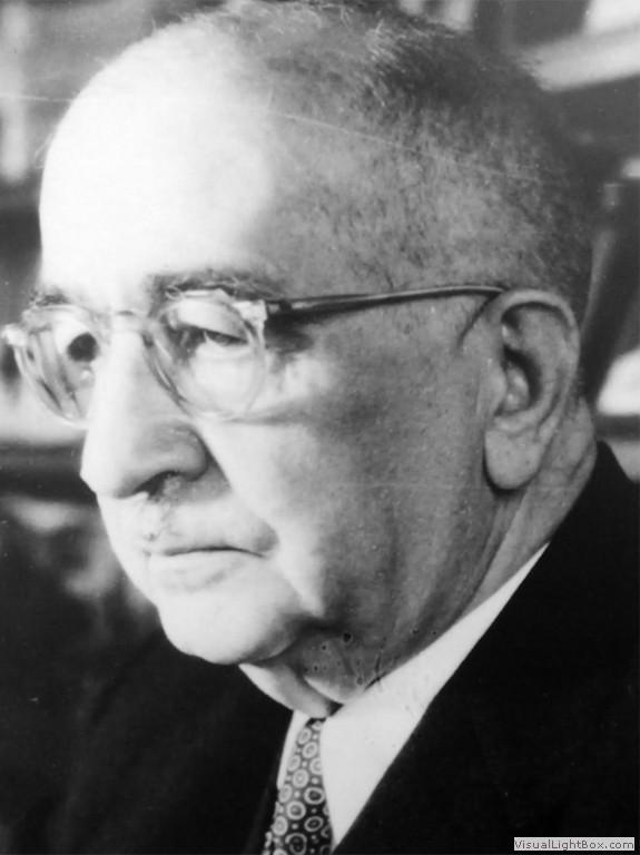 İstanbul Üniversitesi eski rektörü ve Verem Savaş Derneği Başkanı Profesör Dr. Tevfik Sağlam. tarihte bugün