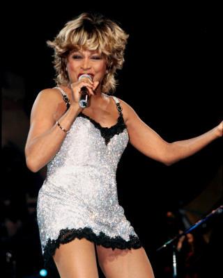 Tina Turner, Amerikalı şarkıcı, aktris tarihte bugün