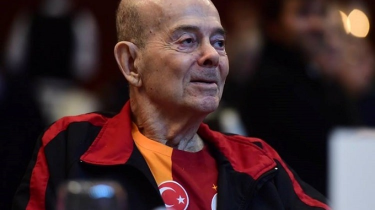 Berlin Panteri lakabıyla bilinen futbolcu Turgay Şeren İstanbul'da vefat etti. tarihte bugün