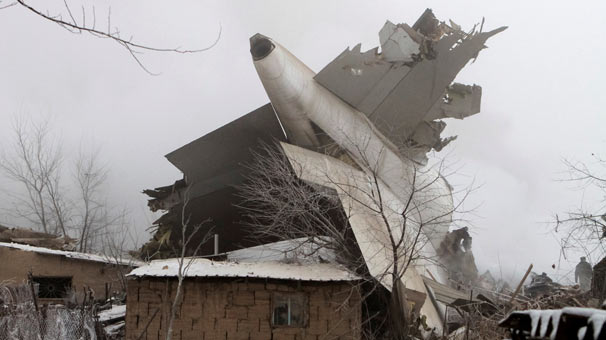 ACT Havayolları'na ait Boeing 747-400F tipi Türk kargo uçağı, Bişkek yakınlarında radardan kayboldu. Kırgız Havacılık Otoritesi uçağın yaklaşma sırasında Türkiye saatiyle 04.45'te düştüğünü açıkladı. tarihte bugün