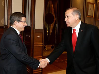 TBMM seçimlerinin yenilenmesi kararı aldı. Cumhurbaşkanı Recep Tayyip Erdoğan, Başbakan Ahmet Davutoğlu'nu, Geçici Bakanlar Kurulunu kurmak üzere görevlendirdi.  Seçim hükümeti kurulacak. tarihte bugün