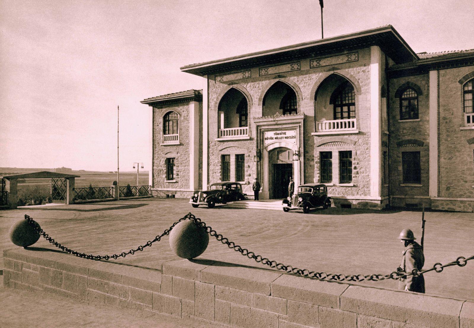 Türkiye Büyük Millet Meclisi açıldı