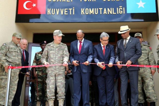 Türkiye'nin 50 milyon dolar harcayarak Somali'nin başkenti Mogadişuda inşa ettiği Türkiye'nin en büyük askeri üssü, Genelkurmay Başkanı Org. Hulusi Akarın katılımıyla açıldı. Üsse 200 Türk askeri konuşlanacak.  tarihte bugün