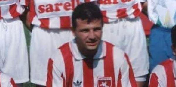 Eski Milli futbolcu Uğur Dağdelen, Amasya'nın Merzifon İlçesi'ndeki evinde intihar etti tarihte bugün
