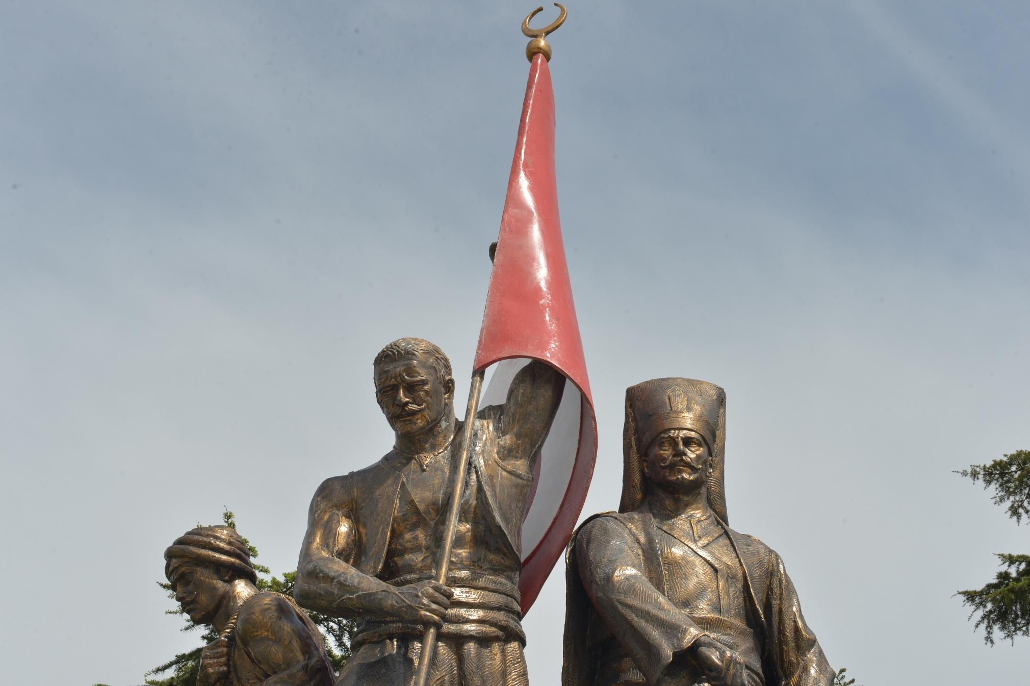 Ulubatlı Hasan, istanbulun fethi sırasında Bizans surlarına ilk sancağı diken yeniçeri, kahraman (DY-1428) tarihte bugün