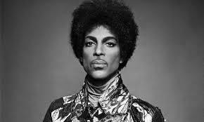 Pop ikonu olarak adlandırılan Prince 57 yaşında hayatını kaybetti tarihte bugün