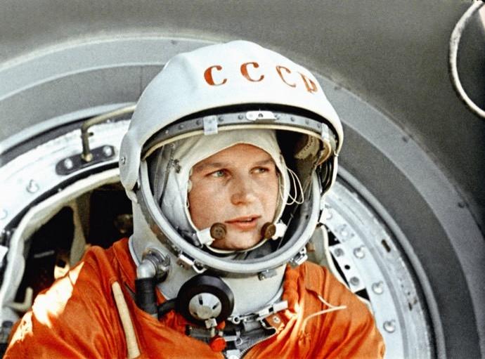 16 Haziran 1963'de fırlatılan uzay aracı Vostok 6 ile uzaya çıkan ilk kadın, Sovyet kozmonot Valentina Tereşkova  tarihte bugün