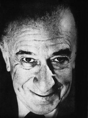 Vasfi Rıza Zobu, tiyatro ve sinema sanatçısı (ÖY-1992) tarihte bugün