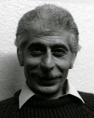 Oyun yazarı ve tiyatro yönetmeni Vasıf Öngören. Amsterdam'da ölen Öngören'in eserleri arasında,