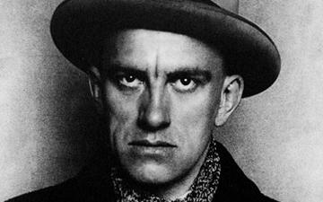 Vladimir Mayakovsky, Rus yazar (Doğum Yılı,1893)  tarihte bugün