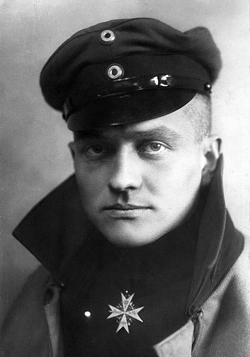 Wolfram von Richthofen, savaş pilotuydu.Nazi döneminin komutanlarından. (DY-1895) tarihte bugün