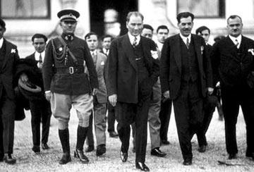 Mustafa Kemal Paşa Çankaya Köşkü'nde verdiği akşam yemeğinde,