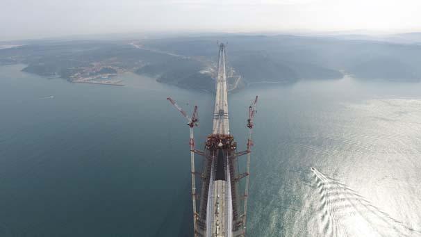 İstanbul'un üçüncü köprüsü, Yavuz Sultan Selim Köprüsü'nün son tabliyesi yerleştirildi. tarihte bugün