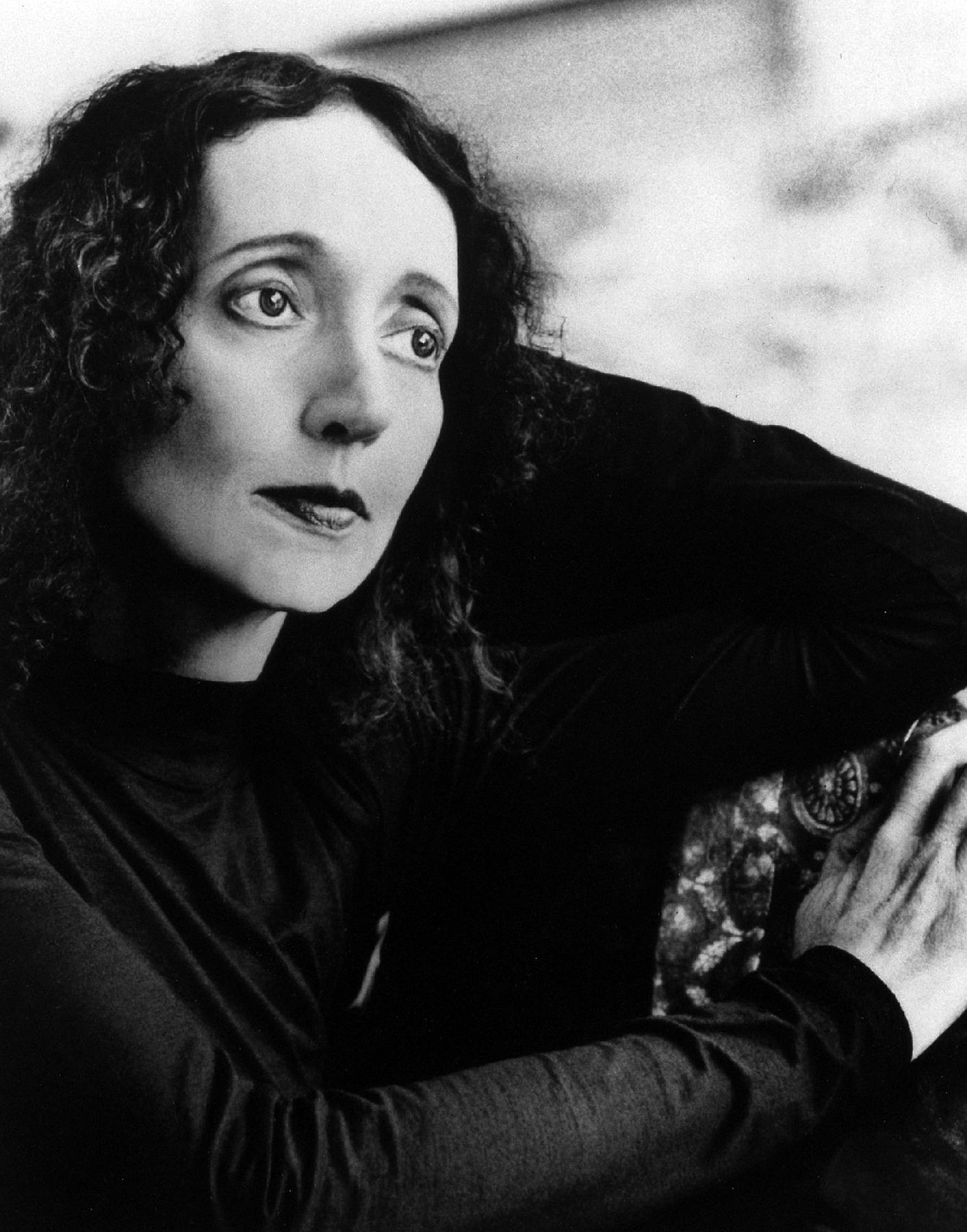 Yazar Joyce Carol Oates Doğdu