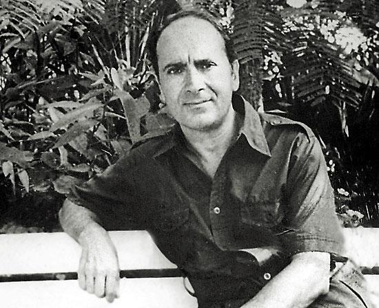 Yazar Manuel Puig Vefat Etti