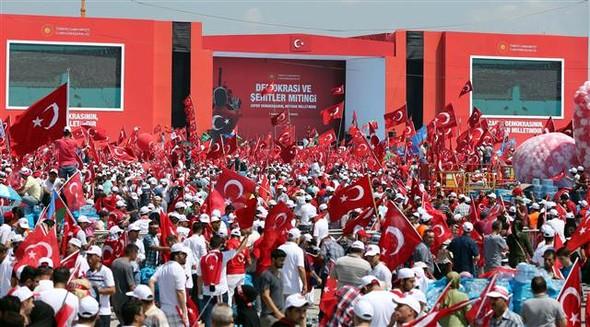 Türkiye tarihinin en büyük mitingi: Demokrasi ve Şehitler Mitingi, İstanbul Yenikapı'da yapıldı. Mitinge AKP, CHP, MHP liderlerininde bulunduğu toplam 5milyon kişi katıldı. tarihte bugün