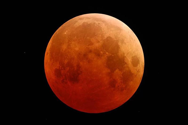 Yüzyılın En Uzun Kanlı Ay Tutulması