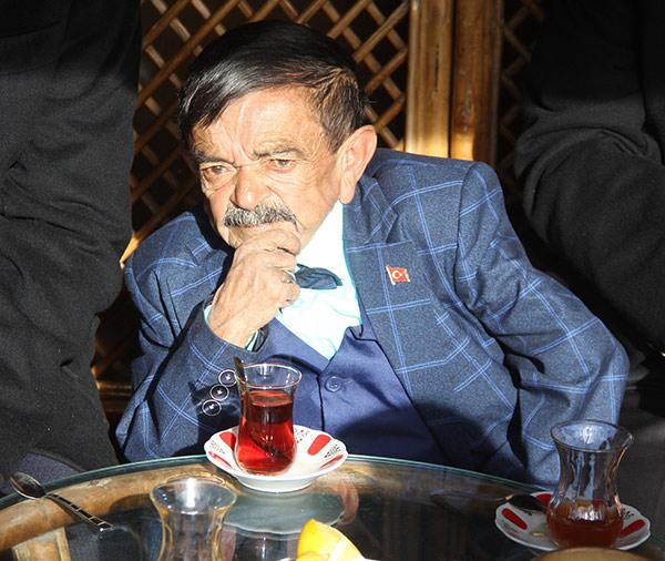 Yeşilçam'da 'Bitirim Zeki' olarak tanınan, 90cm boyundaki Zeki Keskin (70), Sivas'ta tedavi gördüğü hastanede yaşamını yitirdi. tarihte bugün