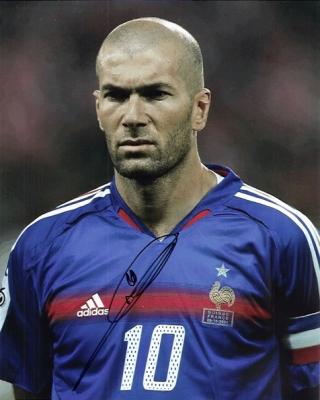 Zinedine Zidane, Cezayir asıllı Fransız futbolcu tarihte bugün